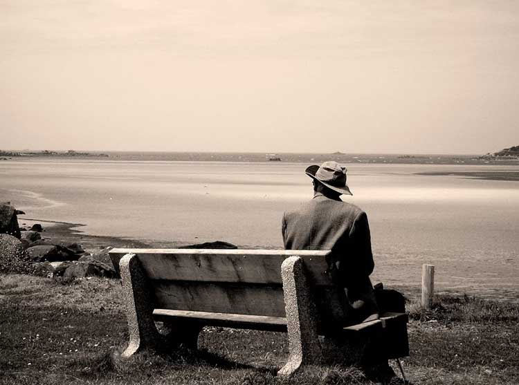 اختلال شخصیت دوری گزین | علائم و نشانه های اختلال شخصیت دوری گزین یا اجتنابی